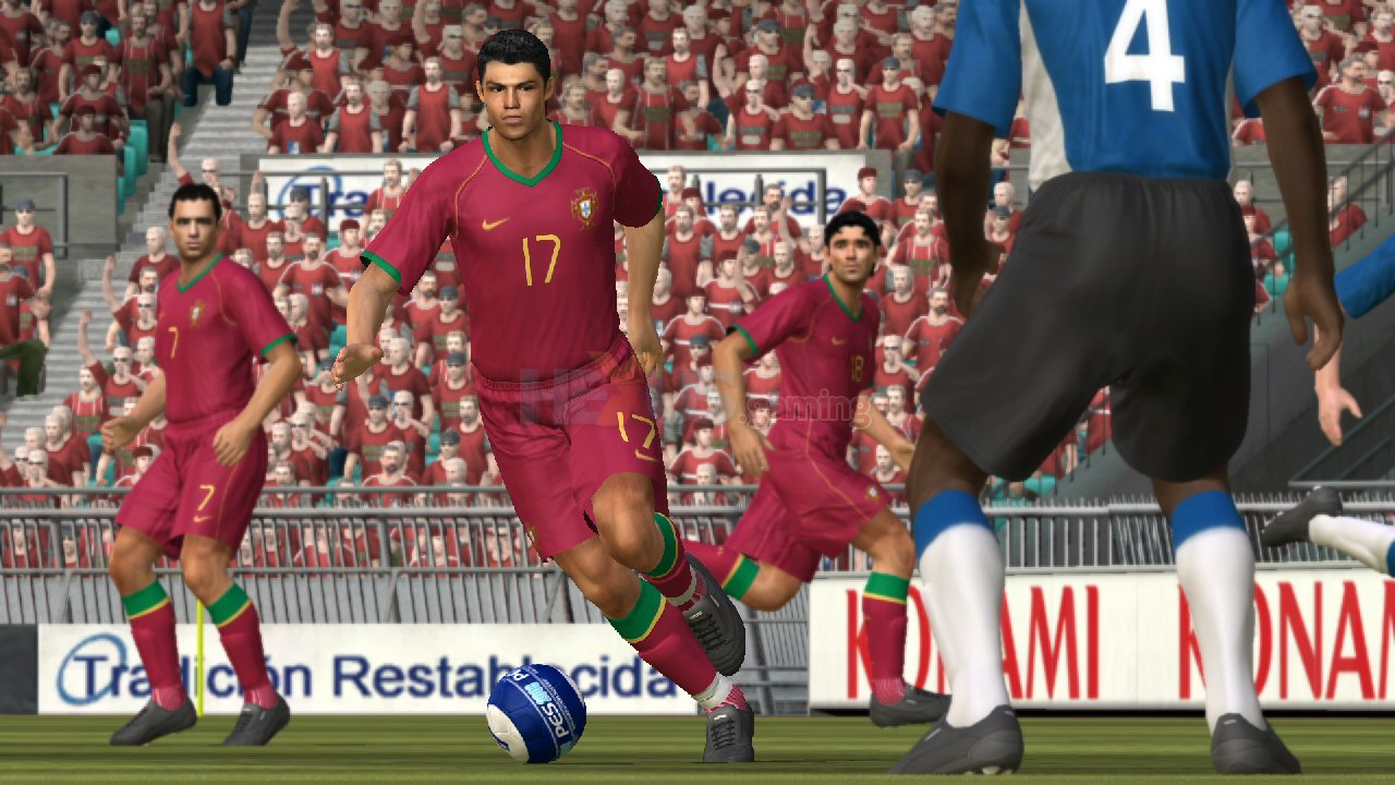 Ronaldo signs up to be the face of PES 2008 - Xbox 360